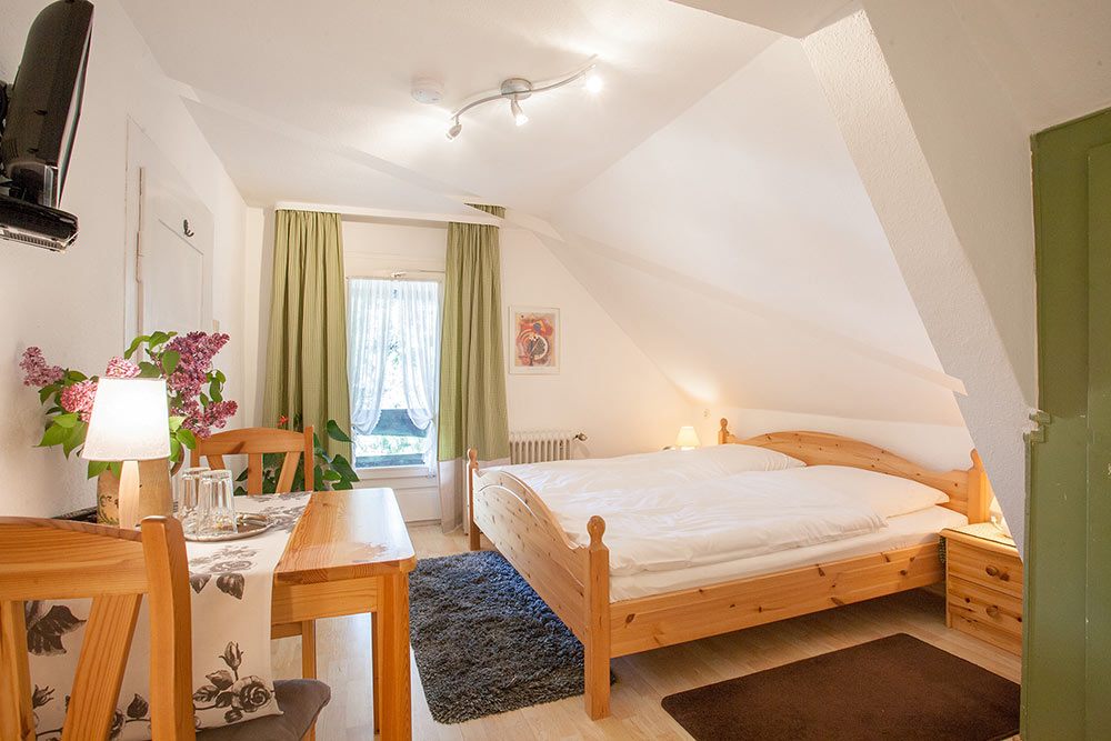 doppelzimmer balkon pension tannenheim in schluchsee schwarzwald. Black Bedroom Furniture Sets. Home Design Ideas