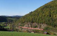 Blick auf Falkensteig und die Höllentalbahn