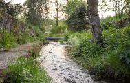 Bergbach im Garten der Pension Tannenheim